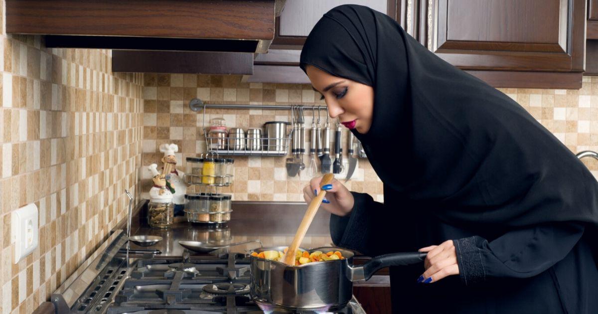 isteri urus rumah tangga