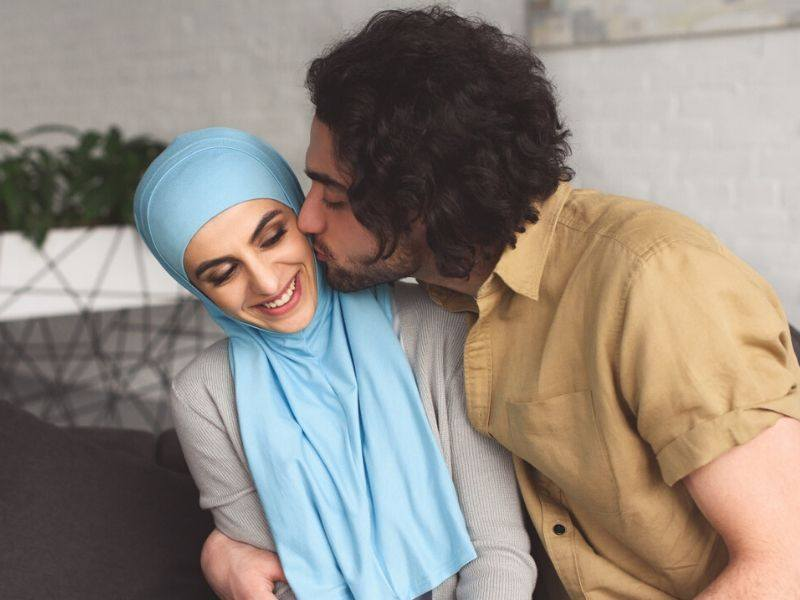pasangan romantis suami isteri